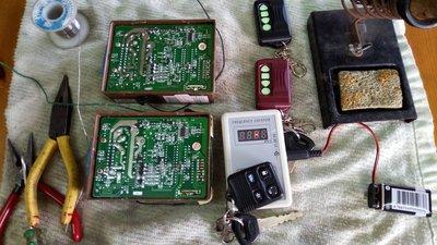FORD TIERRA  +  MAZDA 323/ISAMU 原廠防盜器 3鍵:關門 /開門 /開行李箱