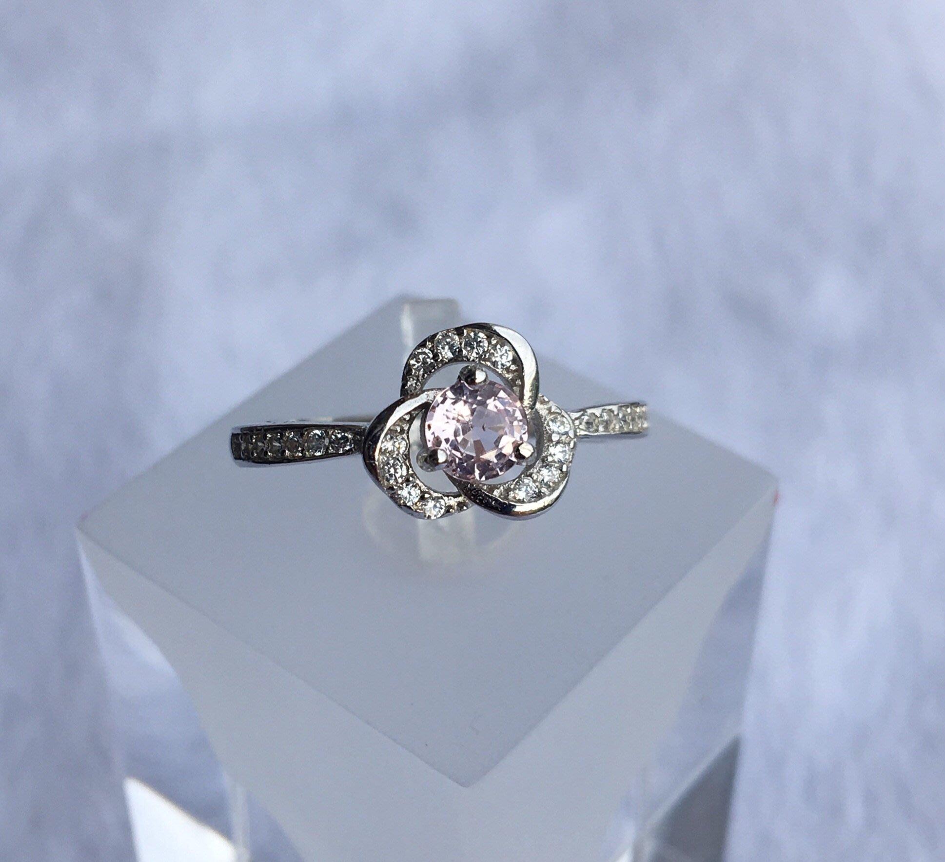 天然珍奇翡翠珠寶首飾-無燒帕帕拉夏藍寶石,蓮花剛玉0.5克拉, 乾淨透美,火光超閃,罕見日出色,活圍,附證書