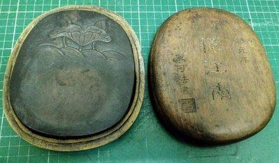 """老端硯木盒""""憶江南"""",崇禎元年史可法書,含盒重約1440g,硯重約769g"""
