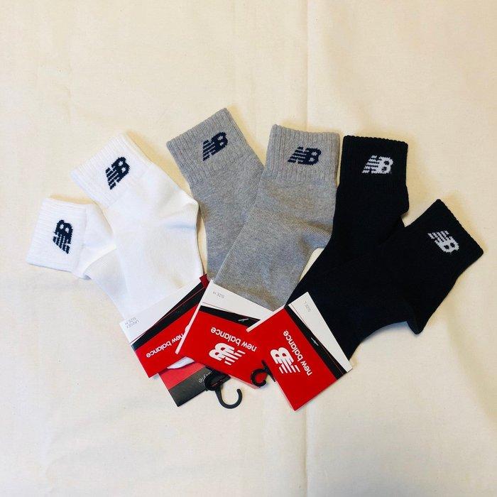 【吉米.tw】New balance 男女款中筒襪 經典NB LOGO 襪子 黑/白/灰 台灣公司貨