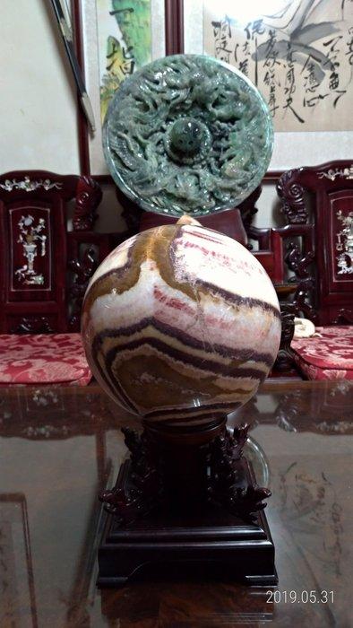 大顆玉石球/直徑20公分重量13公斤/底座高14公分寬18公分深18公分重量0.8公斤/全館商品滿5件或滿6000元免運