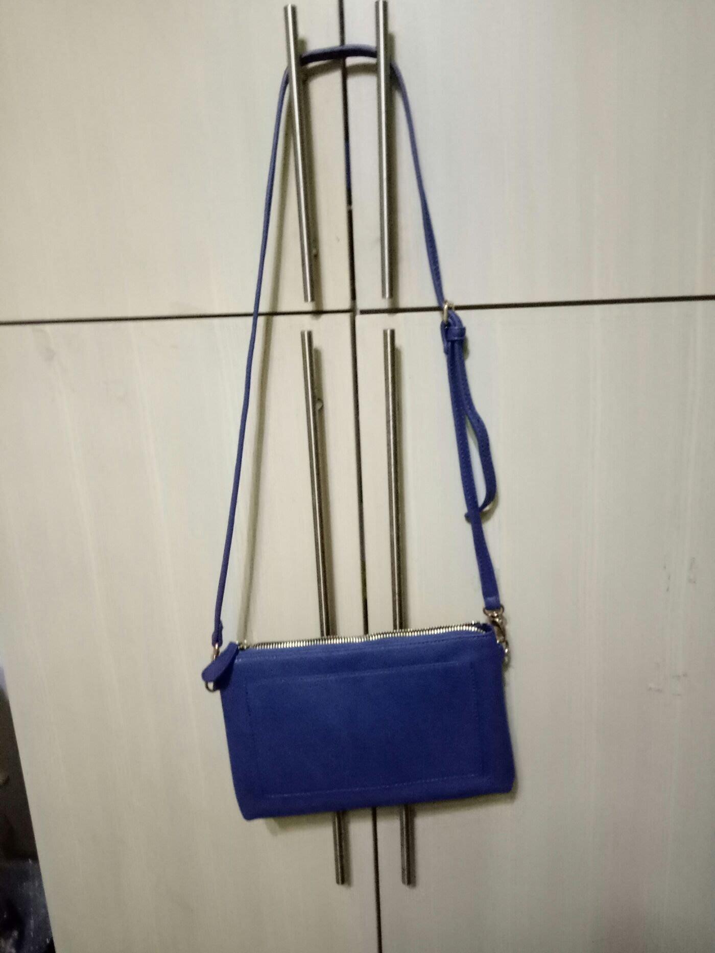 Lippy藍色斜背包全新18x25x1、5cm(桌袋)