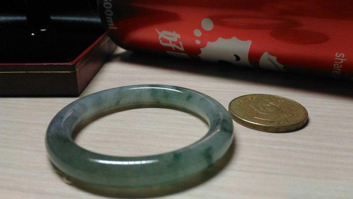花見小路m89 緬甸產A貨天然翡翠 冰種飄綠圓鐲  尺寸:版高6mm*寬57mm*內徑43mm.