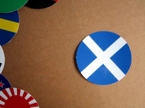 【衝浪小胖】蘇格蘭國旗圓形登機箱貼紙/抗UV防水/Scotland/世界多國款可收集和客製