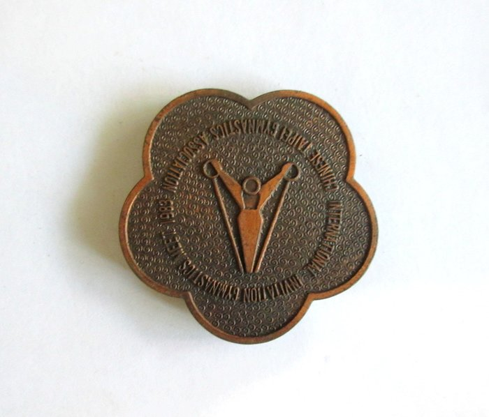 出賣家藏--72年國際體操比賽獎牌