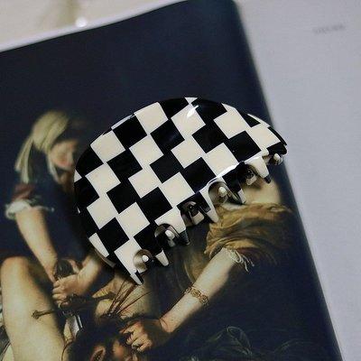 花姑子的賣場chunks黑白棋盤格半圓中號復古髮夾抓夾女后腦鯊魚夾盤髮頭飾