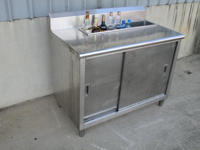 鑫忠廚房設備-餐飲設備:二手手工調酒工作檯廚櫃-賣場有西餐爐-冰箱-冷凍櫃-烤箱-快速爐-保溫櫃