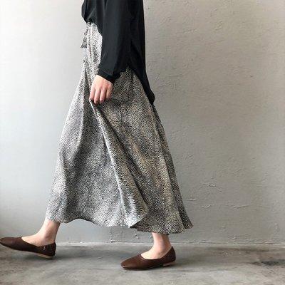 舒適飄逸半身裙  經典時尚元素好好看 小豹紋緞面滑順大擺A字長裙 艾爾莎【TAE8270】