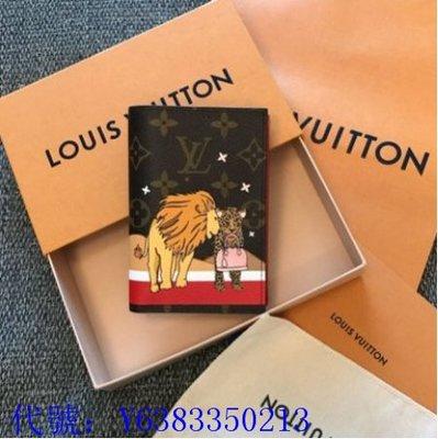 二手正品  LV LOUIS VUITTON 聖誕 限定 經典 原花 獅子 獵豹 紅色 內裡 4卡 護照夾 M63486