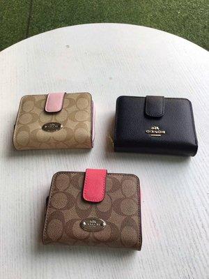 美國正品 COACH 52675 蔻馳女式錢包 折疊帶扣短夾 立體五金Logo 熱銷款小身材大容量
