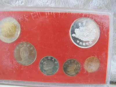 二手舖~NO.16新台幣硬幣精鑄版 90 九十 年版 (蛇) 銀幣重1/2盎斯