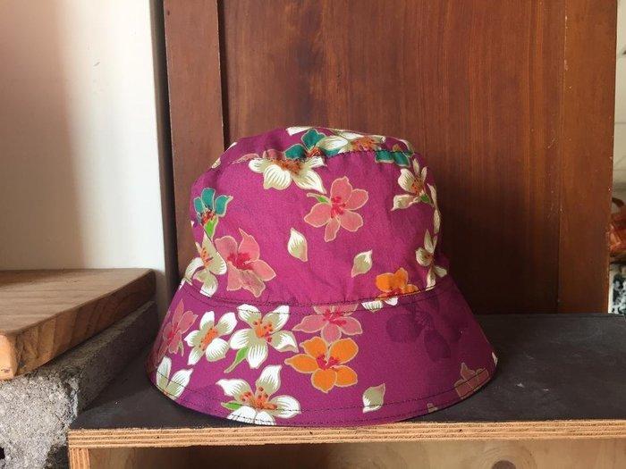 !(((臺灣藍Anewei))客家藍染手工+紫色油桐花布雙面漁夫帽~F~雙面可戴