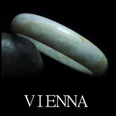 《A貨翡翠》【VIENNA】《手圍18.9/14mm版寬》緬甸玉/冰種白雪微綠蜜糖花/玉鐲/E*-029