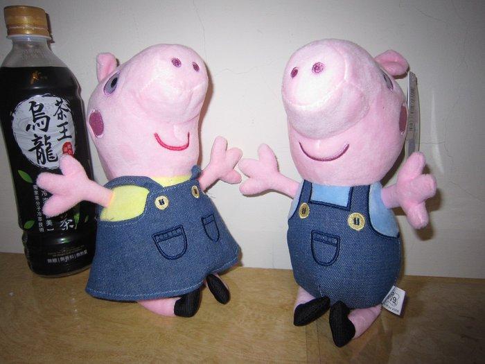 ///可愛娃娃///~6吋正版可愛的粉紅豬小妹~佩佩豬~喬治豬絨毛娃娃~牛仔服裝---約24公分