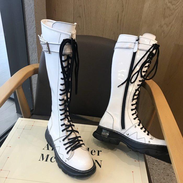 MCQ麥昆亮面漆皮拉鏈老爹厚底長靴馬丁靴 百搭圓頭高筒靴 騎士靴女軍靴34-41碼~妖精館