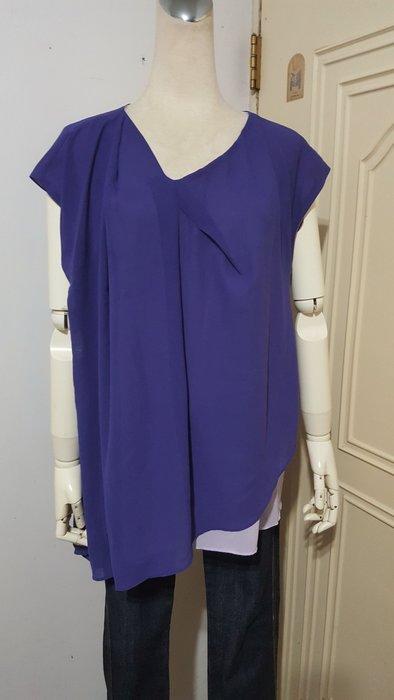日本Living品牌紫色配色不對稱抓摺斜襬落肩雪紡衫(適M~L)*250元直購價*