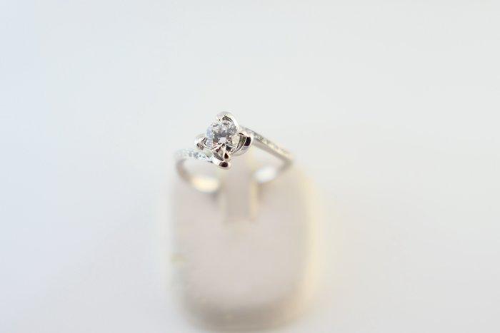 [吉宏精品交流中心]33分 天然鑽石 白K金 八心八箭 造型 戒指