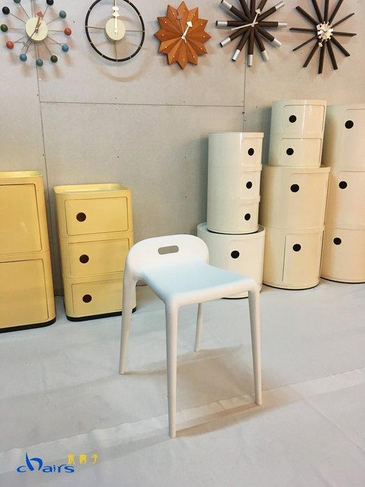 【挑椅子】【促銷品限門市自取】極簡風格 YU YU Stool 素面無扶手靠背單椅/塑膠餐椅/可堆疊。(復刻版)。506