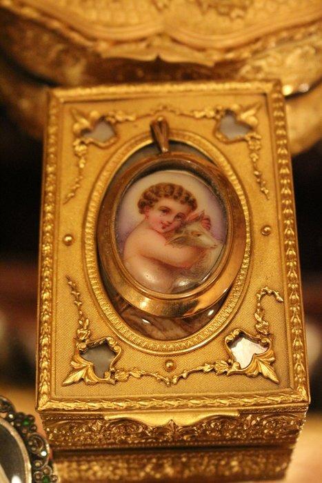 【家與收藏】特價極品稀有珍藏歐洲百年古董法國手工天使琺瑯搪瓷手繪K金優雅仕女珠寶墜子
