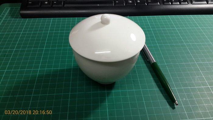 小巧可愛~罕見~ 白色陶瓷杯 直徑約10CM,高約12CM 無瑕 無用過【CS 超聖文化讚】