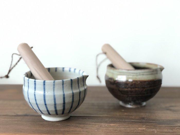 發現花園 日本選物  ~日本製 小丸 芝麻研磨缽- 藍紋十草 /  飴釉線彫