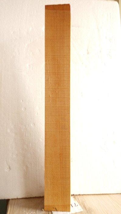 【九龍藝品】檜木 ~ 3寸角,長約70.4cm (2) 可各種運用