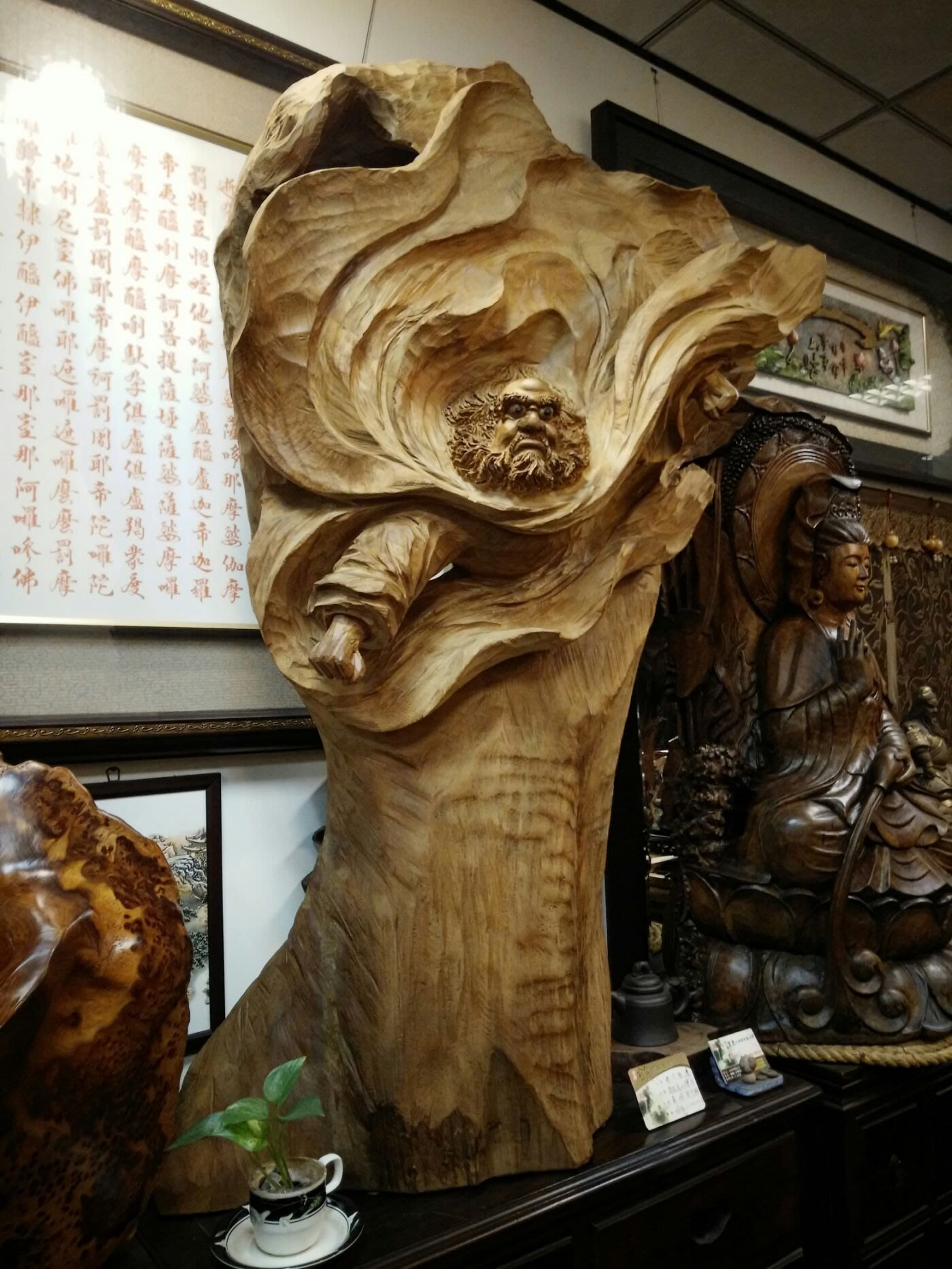 [台南寶麗古典傢俱藝品館]~(法力無邊)達摩智慧圓滿象徵~木雕大師黃明宗有落款~天然頂級台灣黃檜倒格帶皮山材~味道很香