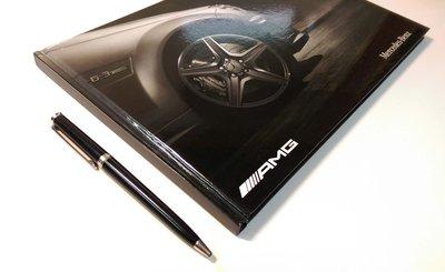 【觀天下 ◎ 收藏天地】賓士 Mercedes - Benz《 AMG 》精裝本 ◎ 收藏家的最佳工具書