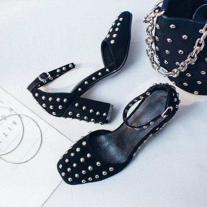 100%Boutique铆丁方頭一字扣百搭时尚磨砂真皮粗跟高跟鞋