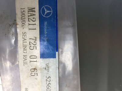 BENZ 賓士原廠全新W211車系 前門內水切橡皮膠條