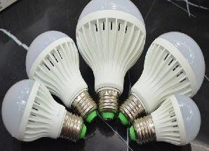 LED黃光5W球泡燈經濟款只賣37元: