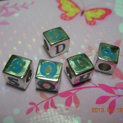 琥珀貓~【925純銀材料配件】造型方珠~N8924款~英文字母~孔3mm~一個