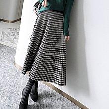 『 筱涵 日系美學衣飾 』復古颯美升級!好穿垂挺顯瘦松緊腰夾閃千鳥格細百褶過膝針織半裙