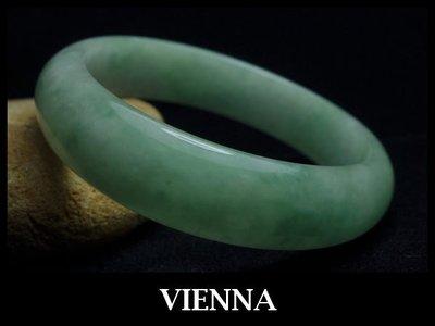 一元起標無底價【VIENNA】《手圍18.8/16mm版寬》緬甸玉/冰種氣質豆綠翡翠/玉鐲X*-/X35