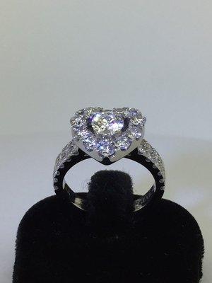 【益成當舖】流當品 寧夏夜市旁 白K50分GIA豪華台鑽石戒指 0.5克拉 E VVS2 3EXCELLENT