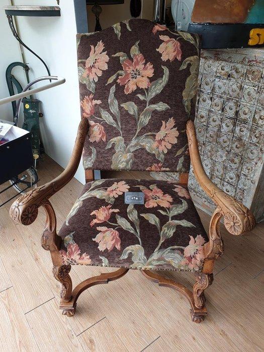 【卡卡頌 歐洲跳蚤市場/歐洲古董】※活動特價※法國老件_路易十四 胡桃木典雅雕刻 花卉新布面扶手椅 主人椅ch0324✬