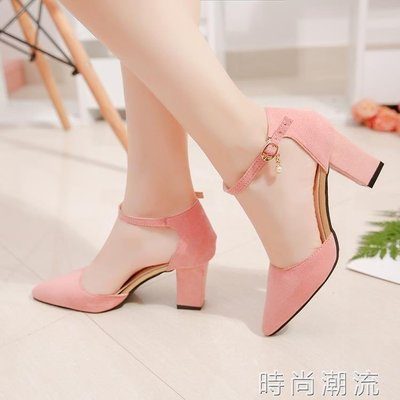 ZIHOPE 中跟鞋春季一字扣粗跟尖頭韓版中空涼鞋女絨面淺口工作鞋ZI812