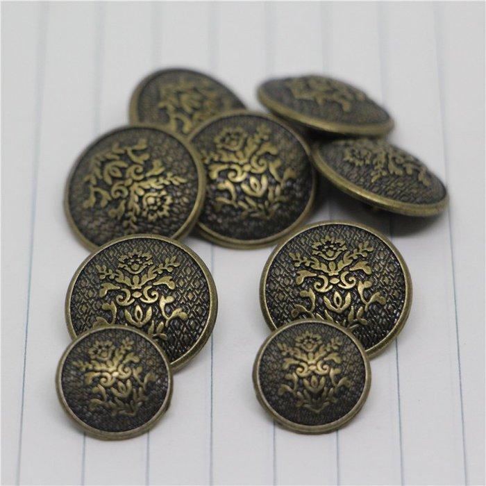 衣萊時尚-刻花復古金屬扣子毛呢大衣外套衣服男女黑色古銅紐扣15-21mm(規格不同價格不同)