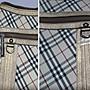 全新】㊣Burberry日本製絕版黑標珍藏貴族風經典斜格紋古銅金滾邊拉鏈斜背包/肩背包,大容量/僅此一組