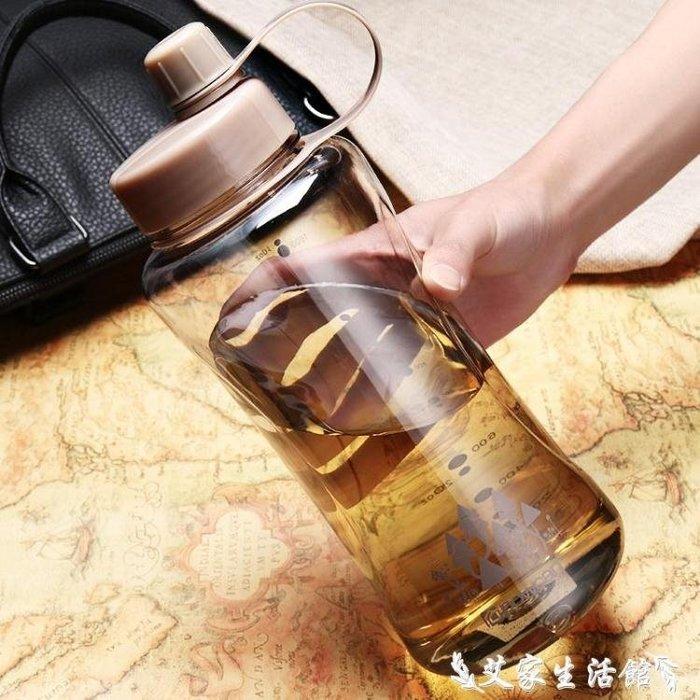 現貨快速出貨超大大容量水杯水壶户外 塑料保康便携随手杯太空杯超大水杯便捷一件免運
