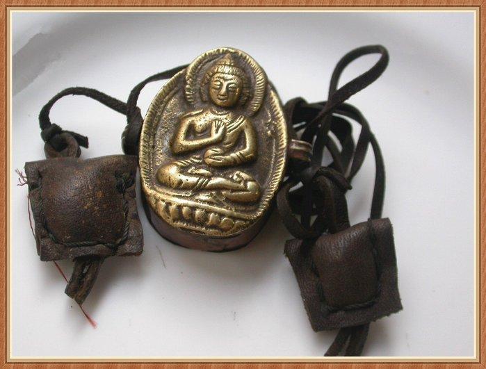 【雅之賞|藏傳|佛教文物】*特賣* 尼泊爾精工純銅佛像隨身佛嘎烏 護身符~Q714