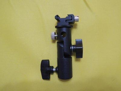 【BON】閃光燈座 E型固定座 D型支架 傘架 兩用 可調熱靴座 適 攝影燈座/燈架 2
