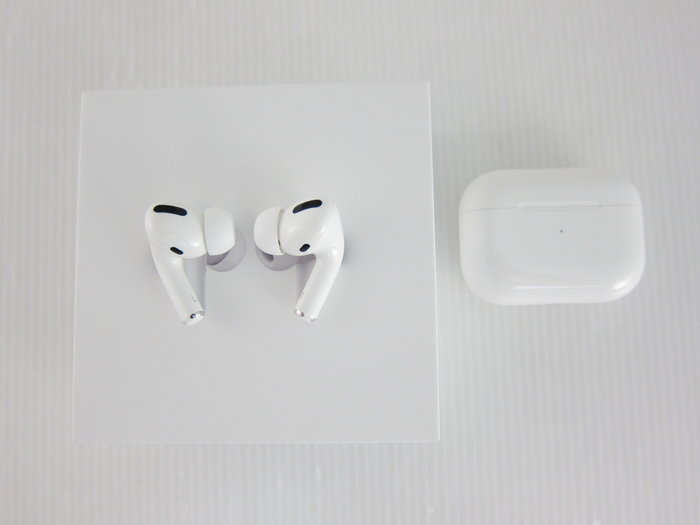 Apple AirPods Pro 搭配無線充電盒 MWP22TA/A*4900元*(A1169)