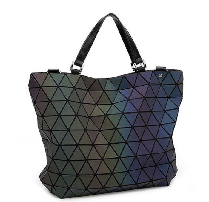 !現貨區!幾何菱格包夜光側背包水桶包肩背包(中款)
