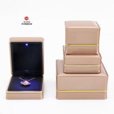 千夢貨鋪-新款發光求婚鉆戒盒經典鋼琴漆...