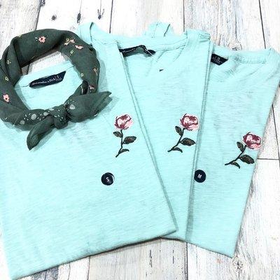 Maple麋鹿小舖 Abercrombie&Fitch * AF 淺綠色電繡花花短T * ( 現貨S/M號 )