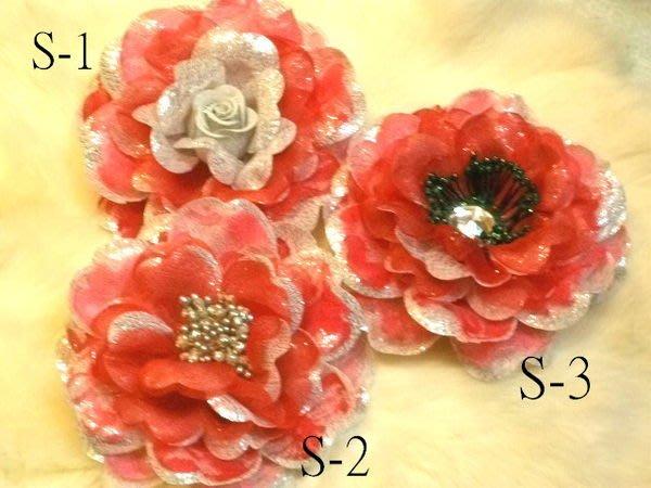 B. & W. world *美美的花飾***R13309***三款玫瑰胸花***高貴氣質~鴻運當頭