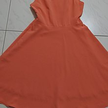 徐耀之好命女基因色彩洋裝。紅色、粉紅色各一件,款式相同。美廉社商店