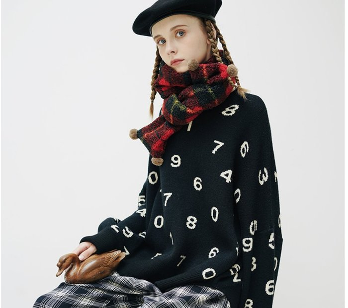 【鈷藍家】甜美個性原創黑色羅馬數字長袖毛衣女秋季寬松套頭休閑慵懶風針織衫上衣
