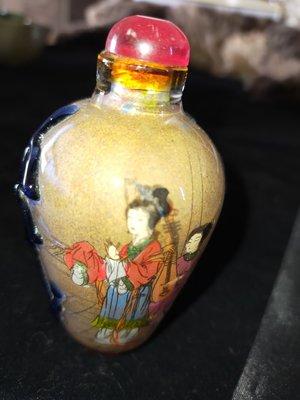 H0003 玻璃內畫仕女圖人物圖套藍玻璃鼻煙壺私人收藏 昭君出塞四大美女內畫  高9cm 寬5cm